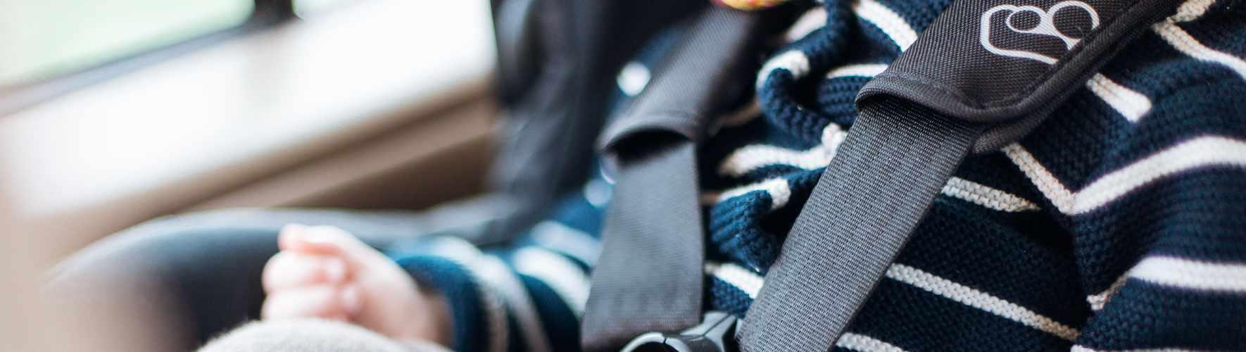 sicherheit f r kinder im auto. Black Bedroom Furniture Sets. Home Design Ideas